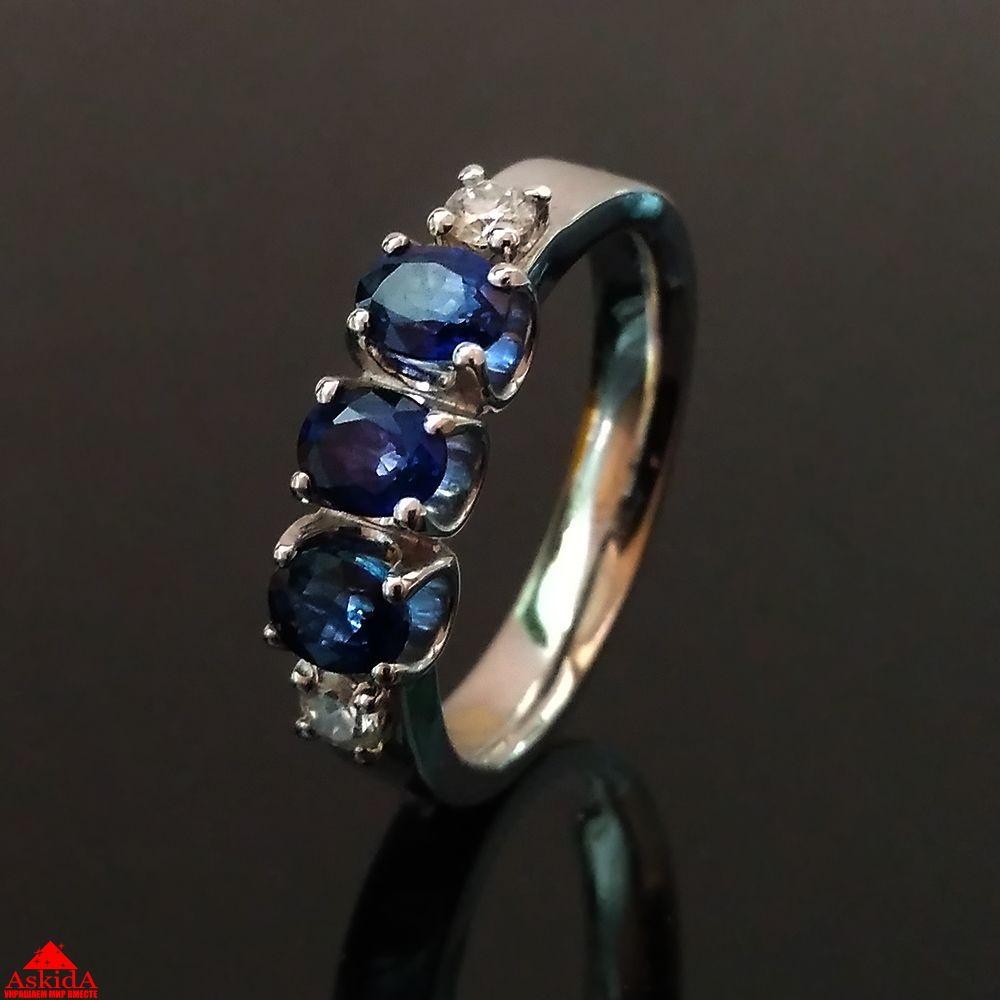 Золотое кольцо из белого золота с сапфирами и бриллиантами ... 6722365ded9